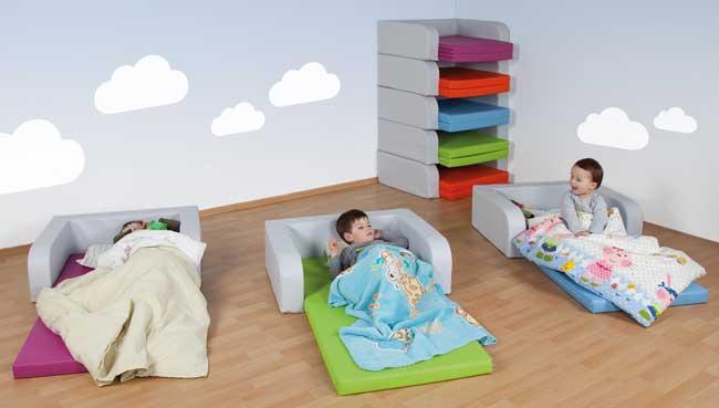 schlafraum und ruheraum einrichten bei kita. Black Bedroom Furniture Sets. Home Design Ideas