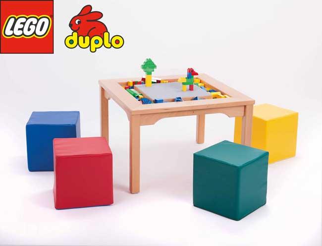 Lego-Duplo-Spieltisch-mit-Sitzwuerfel