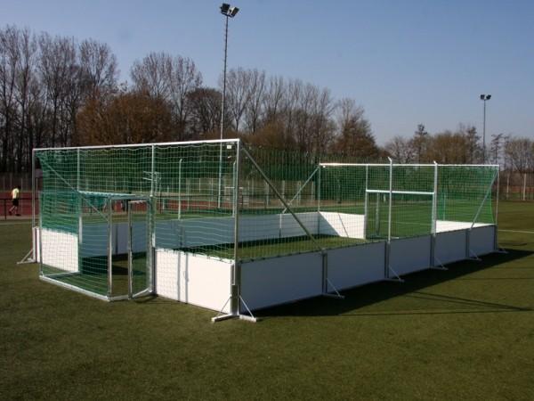 """Soccer-Court """"Alu-Line"""" als mobile Variante mit stabilen Standfüßen"""