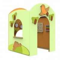 Spielhaus Lokki - Motiv Wald, innen und außen mit Deko-Elementen sowie weiteren Motorikelementen