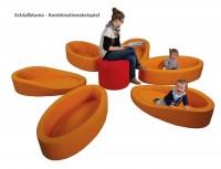 Krippenbettchen als Schlafblume aufgestellt - 7-teiliges Set mit 6 Bettchen und Sitzhocker
