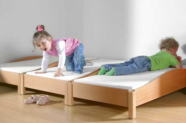 Etagenbetten Kita : Betten liegen matratzen usw kita ausstatter