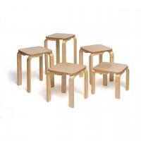 Stapelbare Hocker mit großer, quadratischer Sitzfläche - lieferbar in 6 Sitzhöhen