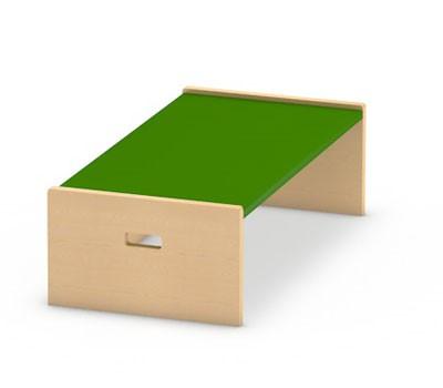 Spielpodest kleines Rechteck mit einer offenen Seiten zum Einschieben eines Rollkasten von kita-ausstatter.de